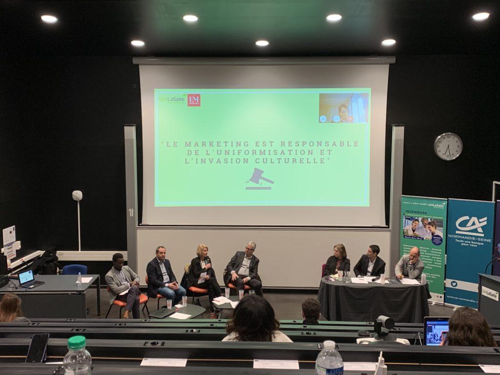Florence DELOBEL défendant le marketing lors de la conférence organisée par Unilasalle.